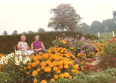 Papa et maman au jardin en septembre 1979.