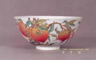 Pêches Tétons de Vénus sur récipient chinois