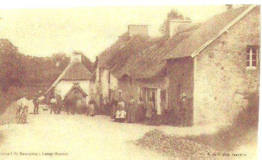 Le café de la Tasterie, sur la route de Roncey