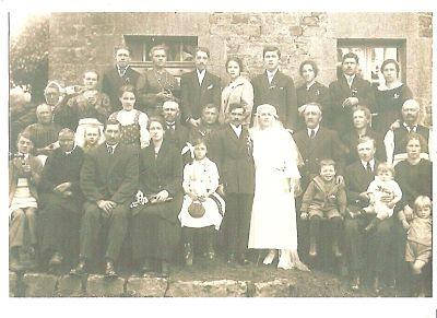 Le père d'Eliane, présent au mariage, juste au-dessus de la mariée, avait conservé la photo.