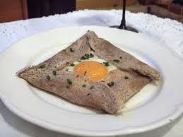Agrémentées d'un œuf,d'un morceau de lard, de confiture ou de miel, trempées dans le cidre doux en automne.