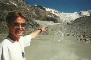 """""""Et ce glacier vieux de millions d'années"""", montre Lénaël"""