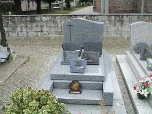 Maurice et Gabrielle reposent au cimetière de Bricqueville-sur-mer.