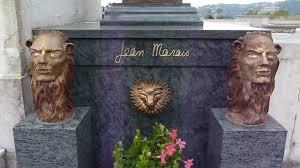 """Ce n'est pas une blague ! """"L'un des bustes du film """"La belle et la bête"""", créés par l'acteur français, a été volé au cimetière de Vallauris dans la nuit d'un  jeudi à vendredi de janvier 2016 . Cette pièce est estimée à 4000 euros.Photo you tube"""