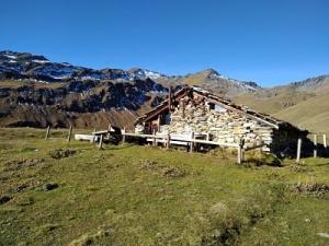 La tsigère, cabane de montagne pour garder les vaches autrefois et faire le fromage d'été.